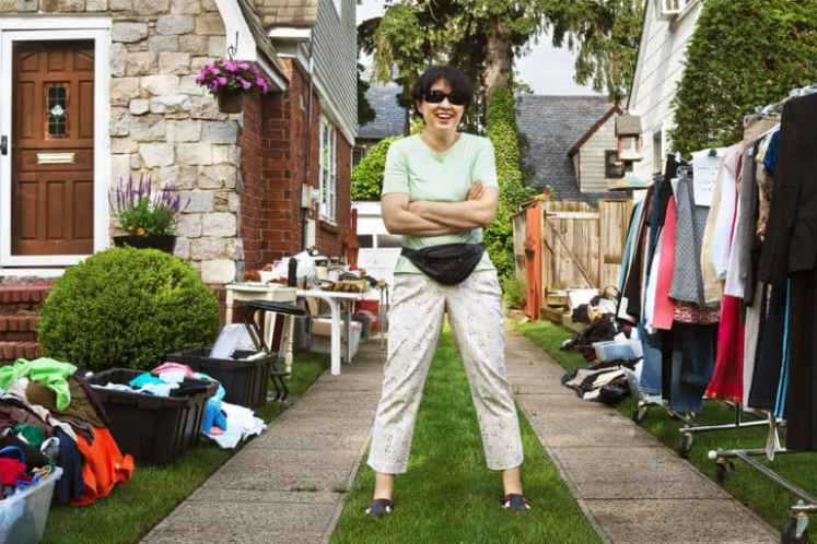 10-Tips-for-How-to-Sell-Out-at-Your-Garage-Sale-bg-768x512